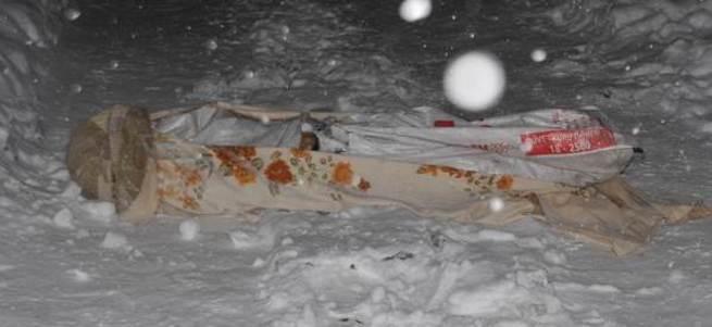 Battaniyeye sarılı erkek cesedi bulundu!