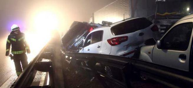 70 araç birbirine girdi: 4 ölü, 30 yaralı