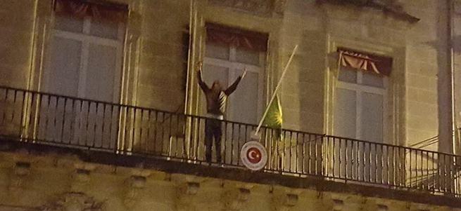 PKK Türk Büyükelçiliği'ne saldırdı!