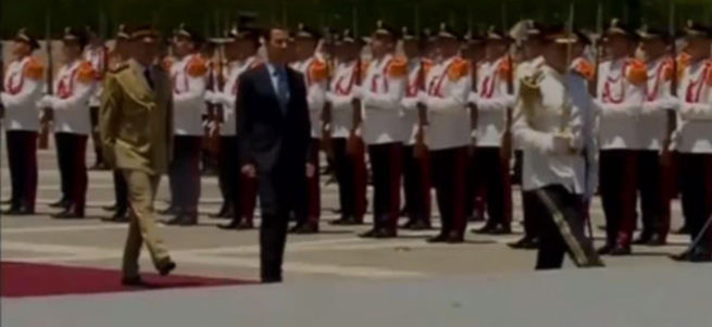 Suriye Devlet Başkanı Beşar Esad'a annesinin cenazesinde suikast girişiminde bulunulduğu iddia edildi.