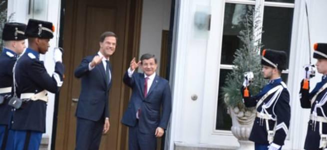 Davutoğlu ve Rutte ortak basın toplantısı düzenledi