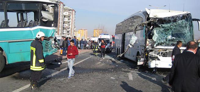İki otobüs çarpıştı