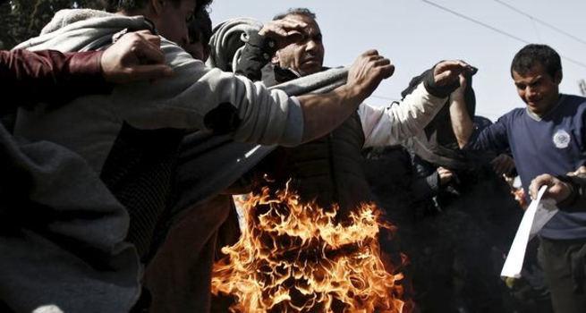 Idomeni kampında mülteci genç kendini yaktı