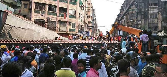 Hindistan'da üst geçit faciası