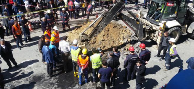 İstanbul'da şok olay! Rögar kapağını açtı, kanalizasyona atlayıp intihar etti