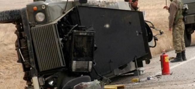 Van'da askeri araç devrildi: 13 yaralı