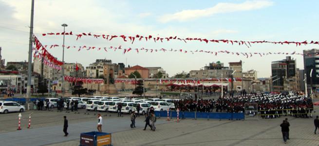 İstanbul'da alarm! Taksim Meydanı'nda kuş uçurtulmuyor