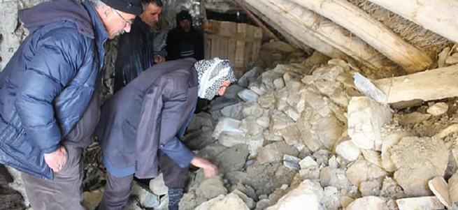 Toprak evin damı çöktü: 3 çocuk hayatını kaybetti