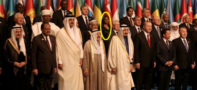 Aile fotoğrafındaki tek kadın bakın kim çıktı?