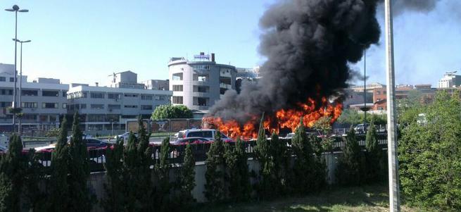 Topkapı'da Metrobüs yanıyor