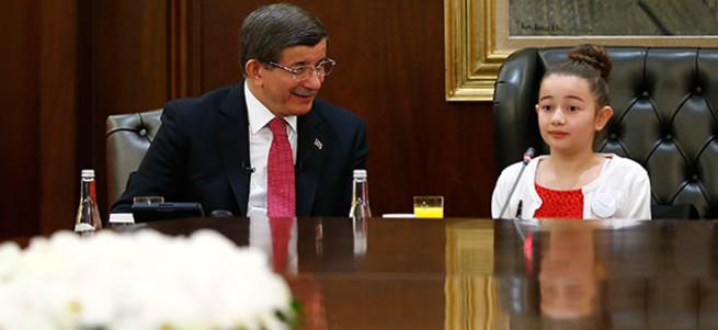 Minik Başbakan'ın ısrarı Davutoğlu'nu şaşırttı!