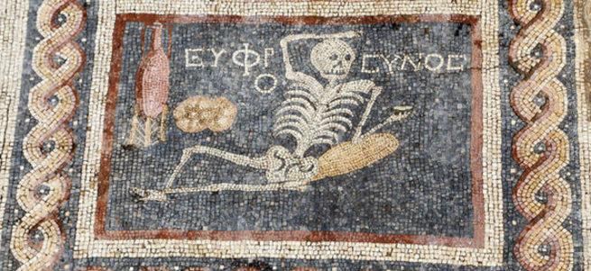 Hatay'da çıkartılan mozaikte ne yazıyor?