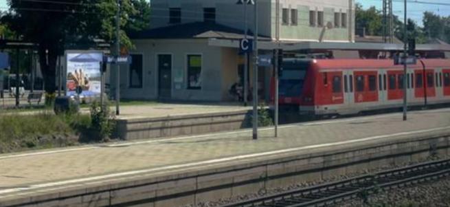 Almanya'da tren istasyonunda yolculara bıçaklı saldırı