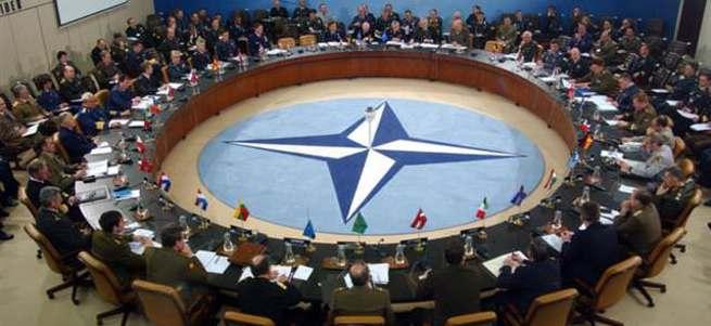 """""""NATO, Rusya ile savaşa hazır olmalı"""""""