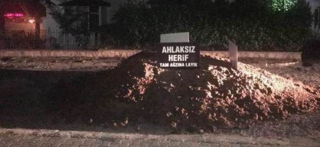 Cumhurbaşkanı'na hakaret eden CHP'liye gübreli protesto