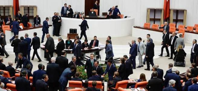 CHP milletvekilleri TBMM'yi terk ediyor