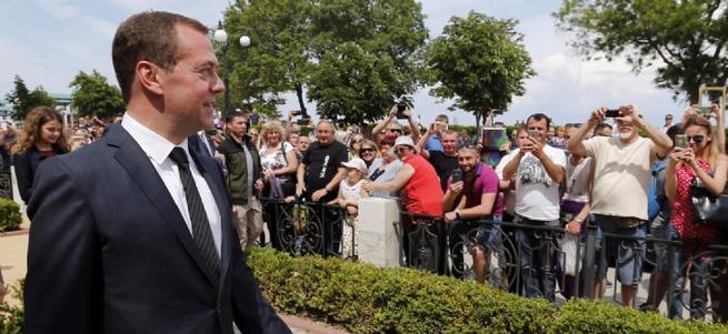 Medvedev'den Rusları şoke eden açıklama: Paramız yok