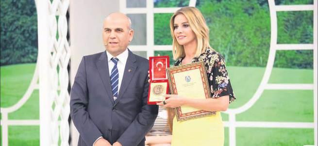 Esra Erol'dan Mehmetçik Vakfı'na anlamlı bağış