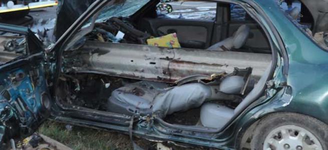 Kocaeli'de araba bariyere girdi: 1 ölü