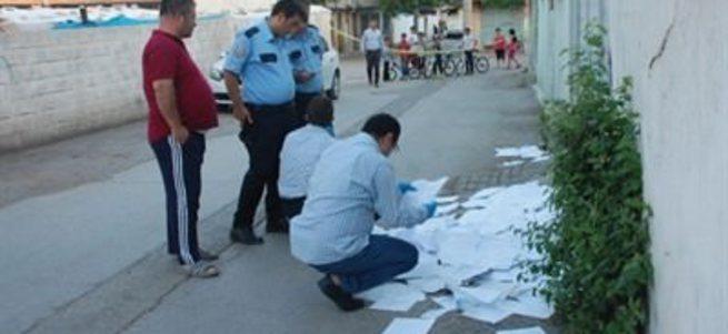 Sokak ortasında resmi evraklar bulundu