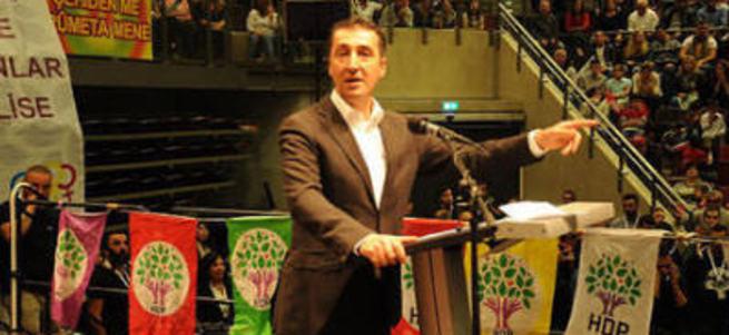 Almanya'daki 11 Türk vekile suç duyurusu