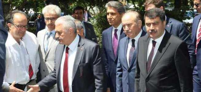 Başbakan Binali Yıldırım yaralıları ziyaret etti