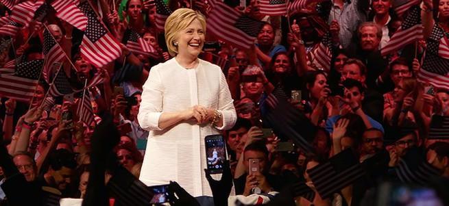Clinton'ın 36 bin liralık ceketi tartışma konusu oldu