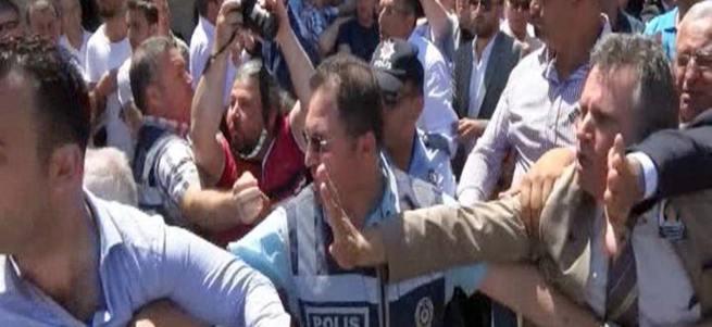 Kılıçdaroğlu'na tepki gösteren şehit yakınını darp ettiler