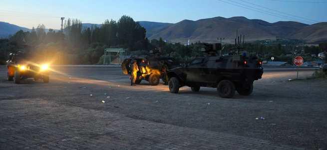 Kağızman'da askeri lojmanlara roketatarlı saldırı