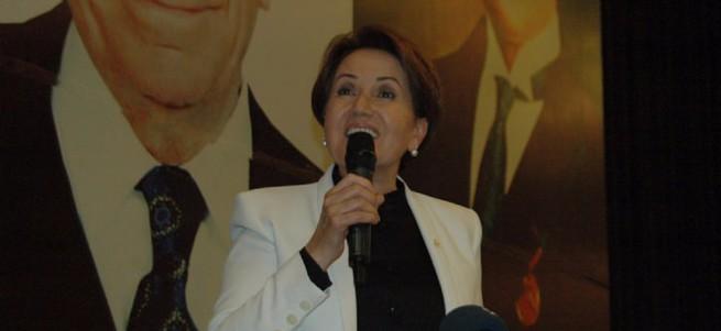 Meral Akşener MHP'lilere Grup Yorum dinletti