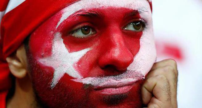 Fransa'da Türk bayrağına ırkçı tepki!