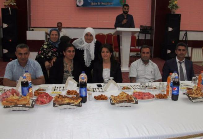 HDP'den öldürülen PKK'lıların ailelerine iftar