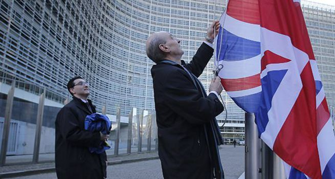 Moody's İngiltere'nin kredi notunu negatife çekti