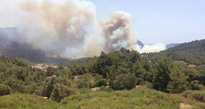 Tatil cenneti Adrasan'da yangın başladı