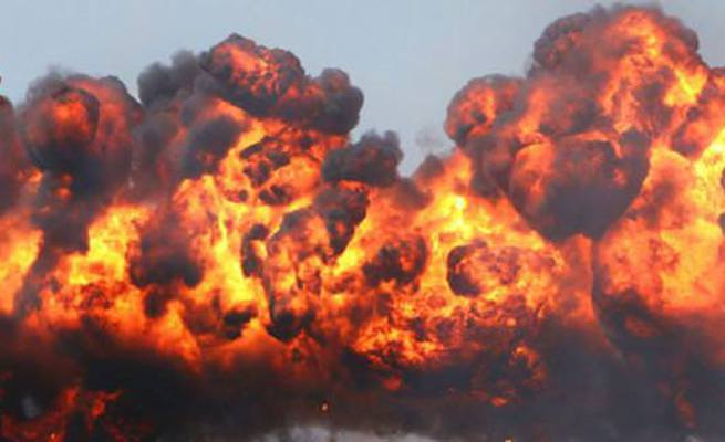 Dicle'de polis aracının geçişi sırasında patlama gerçekleşti