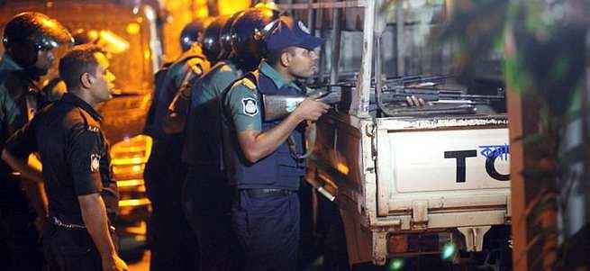 DAEŞ Bangladeş'te restorana saldırdı