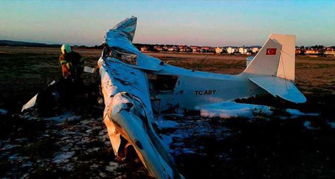 Ayvalık'ta eğitim uçağı düştü: 2 ölü