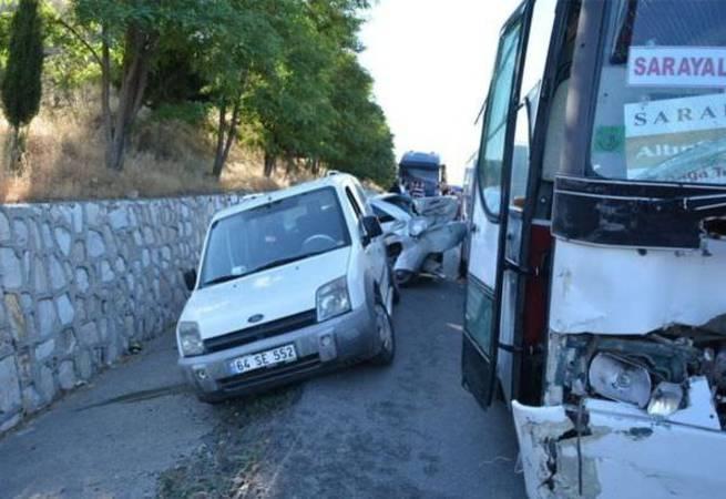 Uşak'ta 15 araç birbirine girdi
