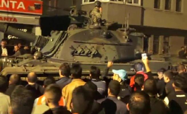 Kars'ta tanklar emniyetin kapısına dayanınca, çatışmanın eşiğinden dönülmüş