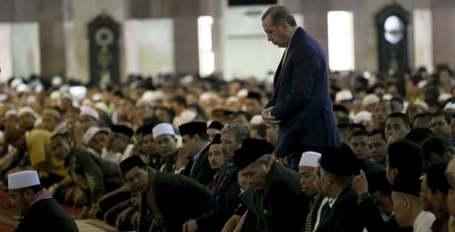 Erdoğan Endonezya'da Cuma namazı kıldı