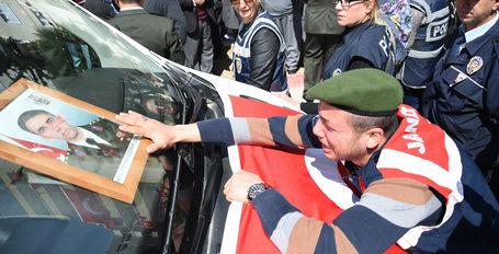 Şehit Yüzbaşı'nın şoförü gözyaşlarına boğuldu!