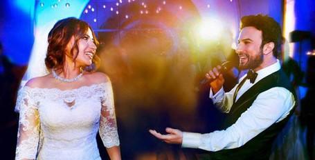 Tarkan söyledi eşi dans etti! İşte en özel düğün pozları
