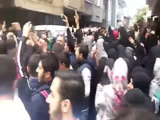 Diyarbak�r sokaklar�nda 'Kahrolsun PKK' sloganlar�