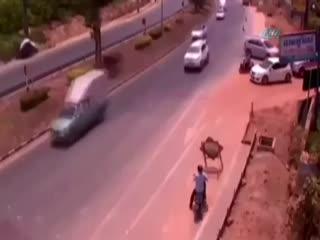 Motosiklet sürücüsünden inan�lmaz intikam!