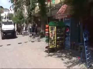 HDP'lileri Sur esnaf�ndan polis korudu!