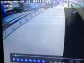 Yolcu otobüsüne el yap�m� bomba att�lar