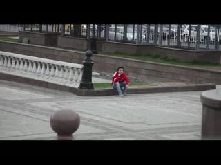 Moskova'da Türk bayra��yla gezen gence �ok tepki!