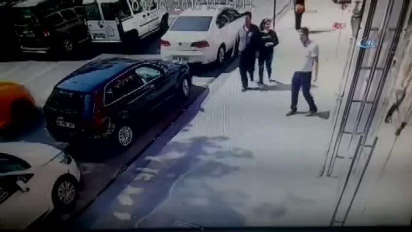 İstanbul'da polis kıyafetli gasp